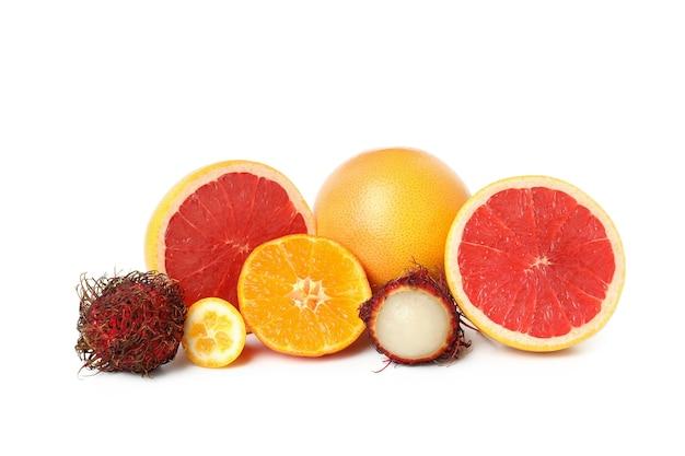 익은 이국적인 과일 흰색 배경에 고립.