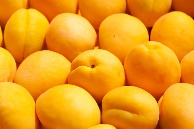 熟した新鮮なアプリコットフルーツの背景