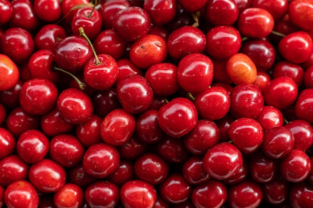Спелые свежие вишни