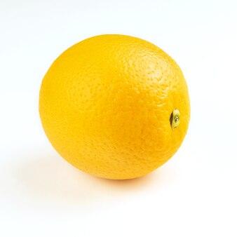 Спелый свежий неочищенный апельсин на белом фоне
