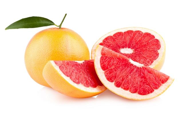 Спелый грейпфрут, изолированные на белом фоне