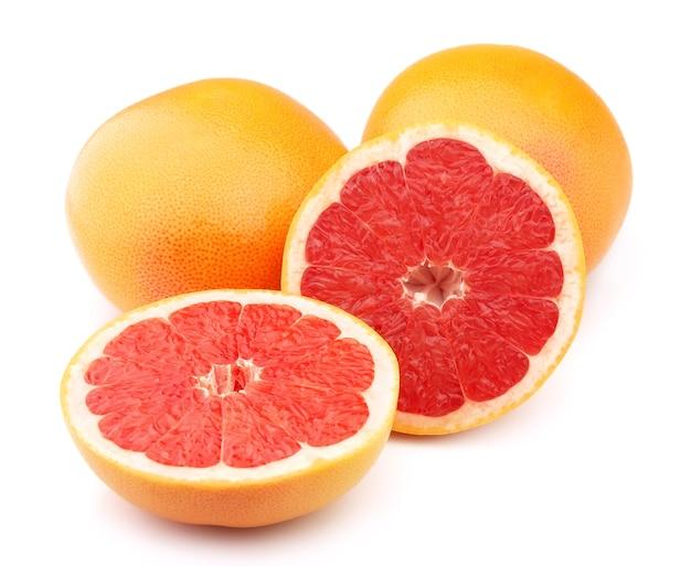 Спелый грейпфрут на белом фоне