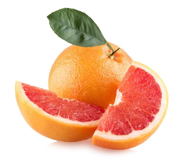 Спелые грейпфруты, изолированные на белом фоне