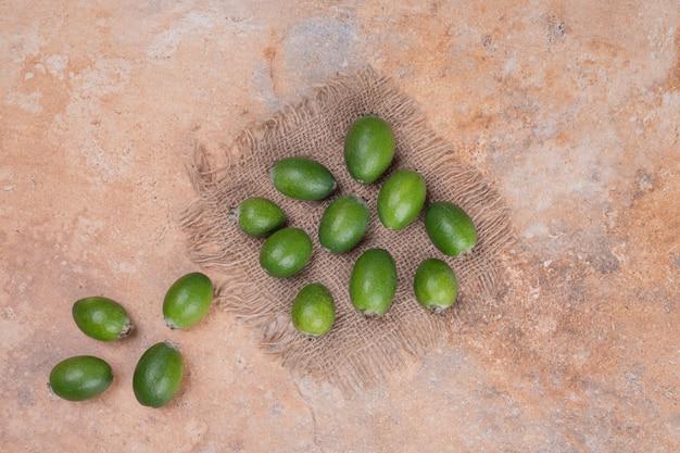 大理石の熟した緑のフェイジョア