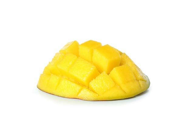 Спелые плоды манго, изолированные на белой поверхности