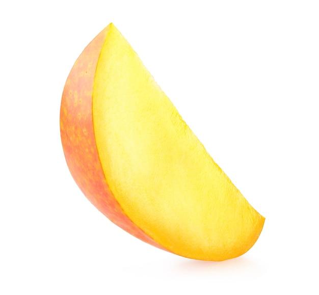 Кусочек спелого манго, изолированные на белом фоне