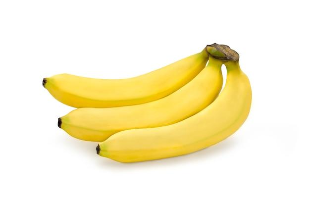 クリッピングパスと白い孤立した背景に熟した有機キャベンディッシュバナナ。