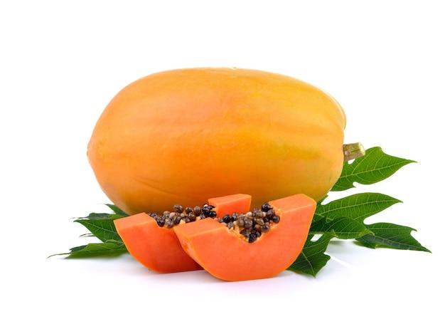 Спелые плоды папайи на белом