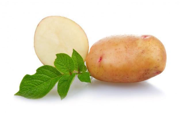 익은 patatoes 야채 whith 녹색 잎 격리