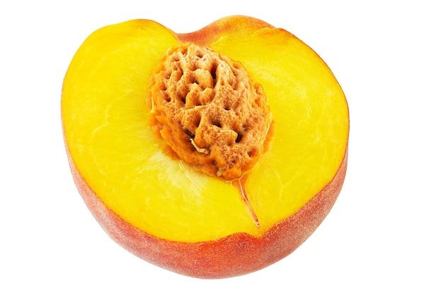 白い背景の切り欠きに分離された熟した桃の果実。完全な被写界深度