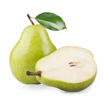 白で隔離される熟した梨