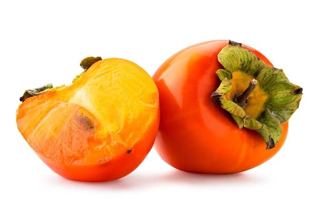 熟した柿、半分とピース。