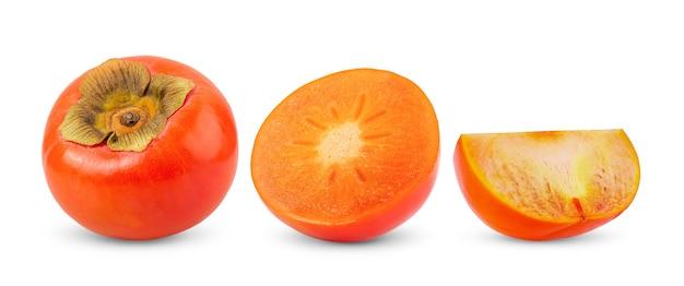 白に分離された葉を持つ熟した柿