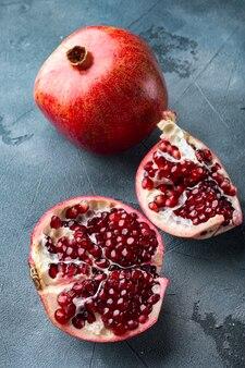 신선한 육즙 씨앗과 잘 익은 석류