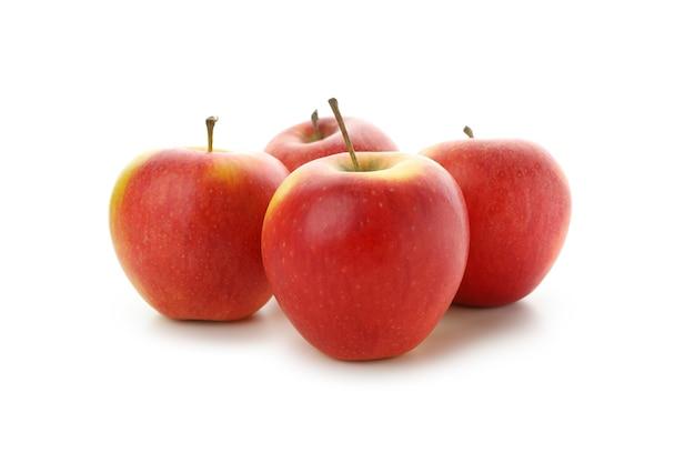 白い背景に分離された熟した赤いリンゴ