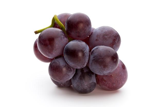白に分離された熟した赤ブドウ