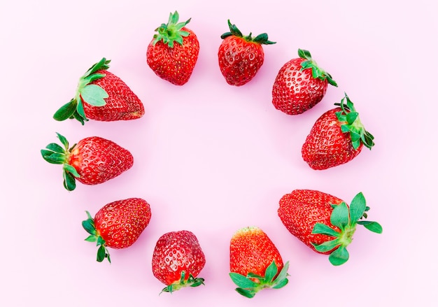 Ripe strawberries circle