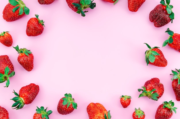 Ripe strawberry fruits frame