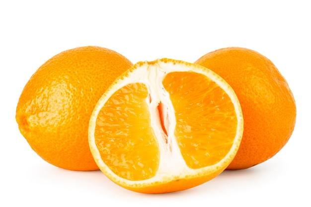 Спелые мандарины и наполовину изолированные
