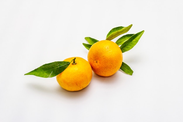 Ripe tangerines with leaves. fresh fruits isolated