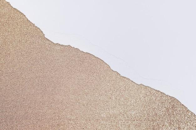 Bordo di rame di carta strappato su sfondo glitterato fai da te
