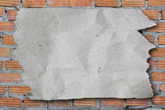 찢어진 종이 흰색 배경 및 작업에 디자인을 위한 복사 공간이 있습니다.