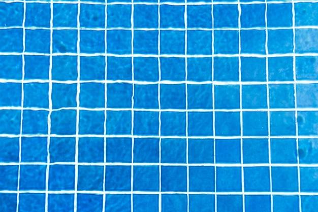 Acqua strappata in piscina