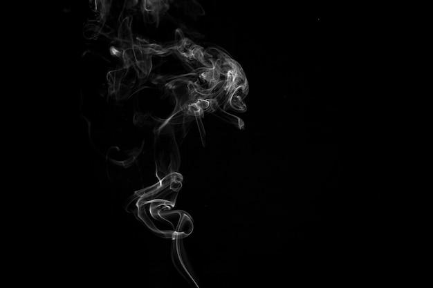 上昇する白い煙