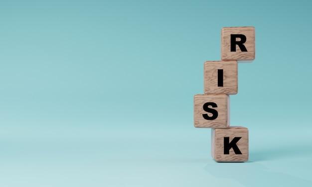 Экран печати формулировки риска на деревянных кубических блоках на синем фоне для концепции управления рисками с помощью 3d визуализации.