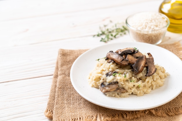 Risotto with mushroom and cheese