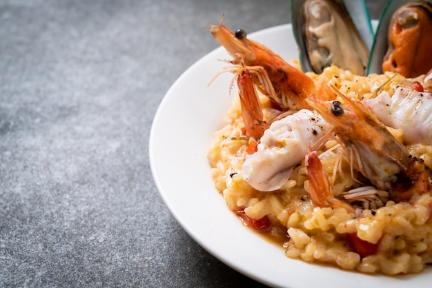 Risotto with seafoods and tomatoes