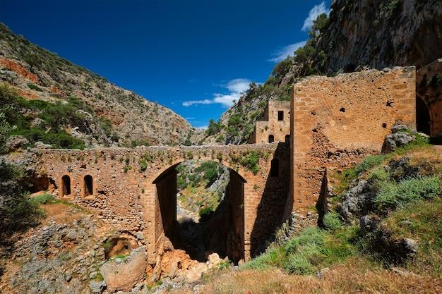 クレタ島ギリシャのカトリコ修道院ハニア地域のリウンス