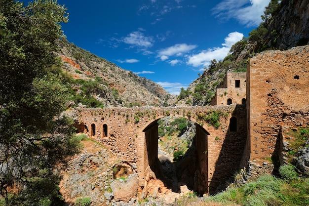 ギリシャのクレタ島にあるカソリコ修道院ハニア地域のリウン