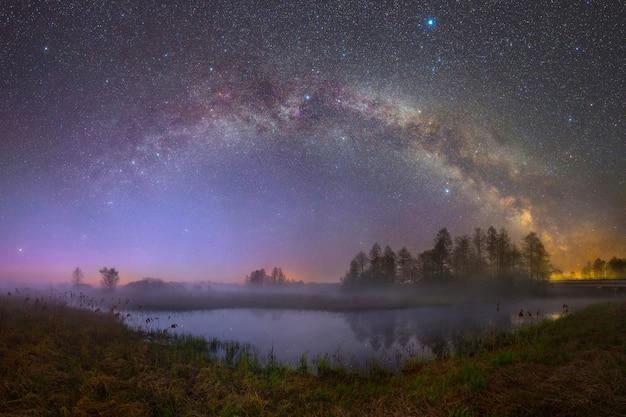 별빛 아래 비아레지나 강(벨로루시)