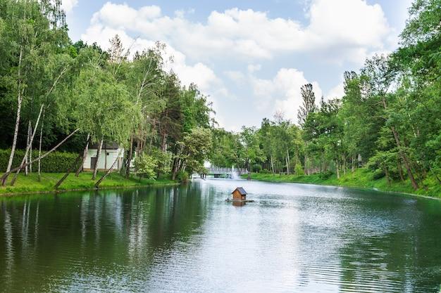 공원에있는 강