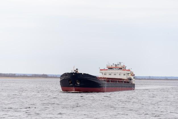 Речной корабль
