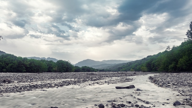 Русло быстрой горной реки