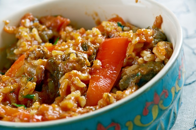 Riz au gras-쇠고기와 당근을 곁들인 지방 쌀. 아프리카 요리