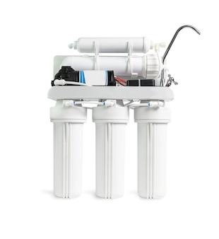 Фильтр очистителя воды ro, изолированный на белом, с клипсой.