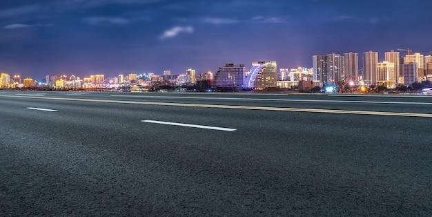 Дорога и городские здания фон