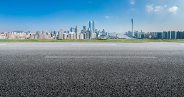道路や都市の建物の背景