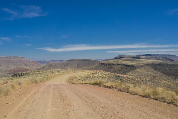 道路と砂漠の風景、南アフリカ