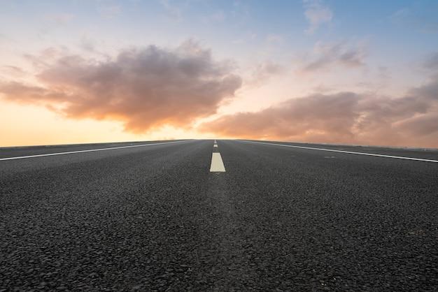 Дорога и пейзаж неба