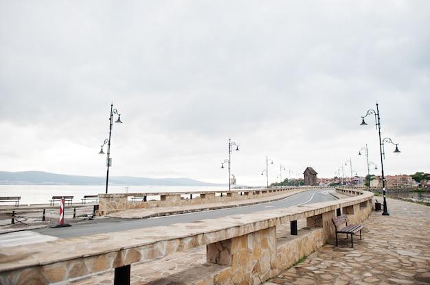 불가리아 nesebar 마을의 도로와 거리.