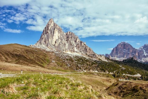Дорога в итальянских горах, перевал гиау, альпы