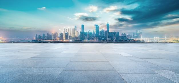 중국 도시의 도로 지상 및 현대 건축 풍경 스카이 라인