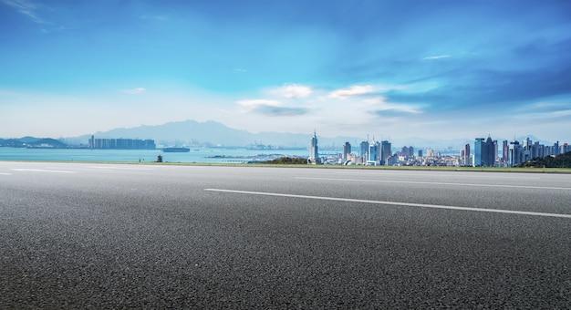 도로 지상과 중국 도시의 현대 건축 풍경 스카이 라인