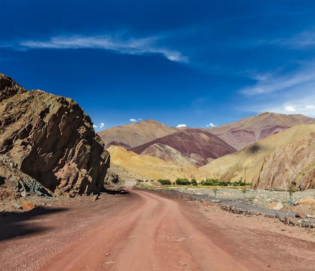 山とヒマラヤの道