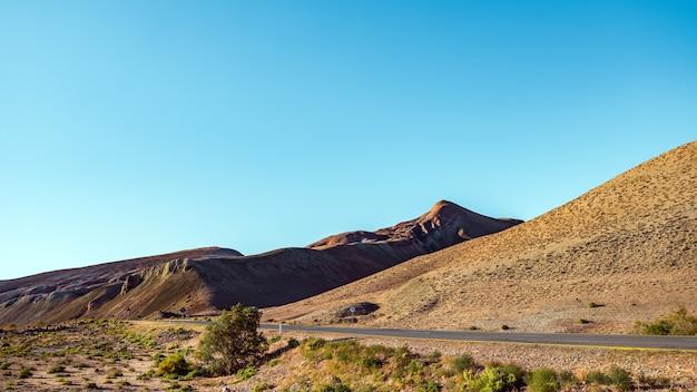 山岳地帯への道