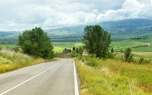 トスカーナの道